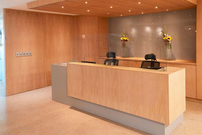 mamparas-anticontagio-recepcion-oficinas